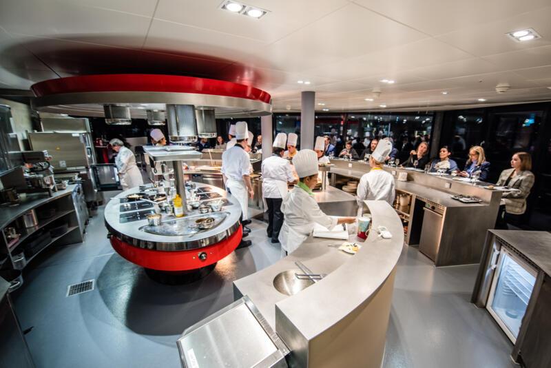 Tässä intensiivisessä kulinaarisen taiteen koulutuksessa saat laajan kansainvälisen perustason kokkikoulutuksen.